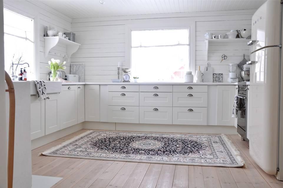 Weißer  Kaplan negin maschad oriental - Teppich in einem Küche
