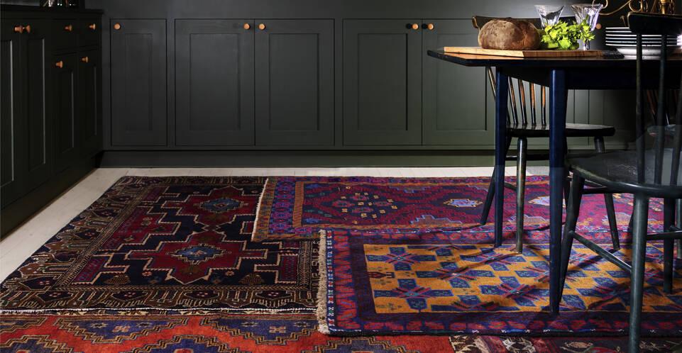 Rosa  Belutsch - Teppich in einem Küche